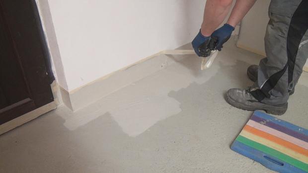 beton streichen malerkrepp vom sockel entfernen keller betonfarbe