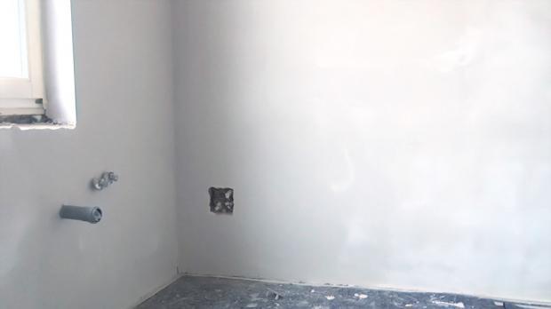 Das Resultat des Wand-Verputzens und -spachtelns
