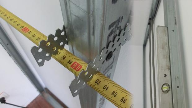 Abstand und Lot des Trockenbau Ständerwerks kontrollieren