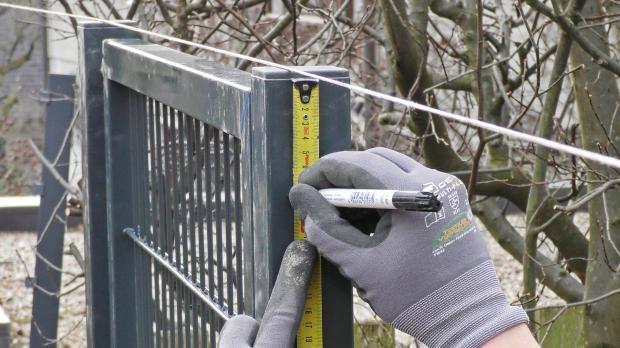 Markierungen für Befestigungswinkel einmessen