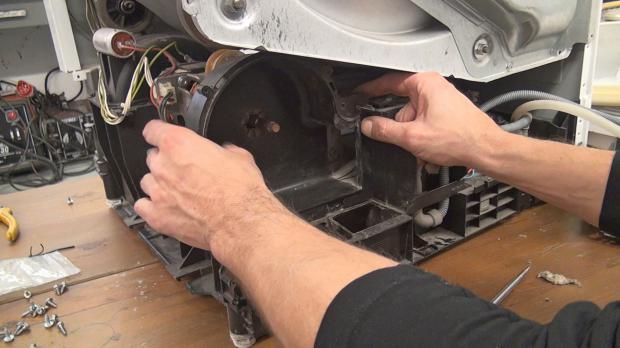 Ventilatorgehäuse wieder einbauen