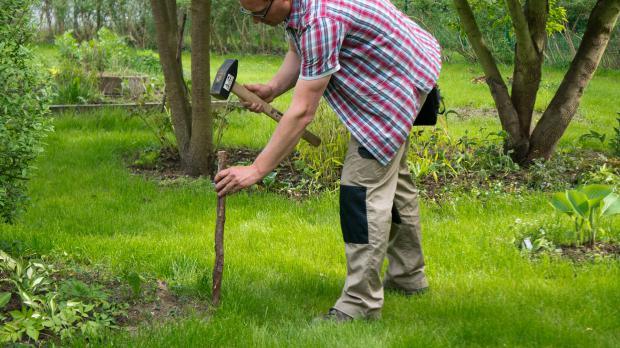 Führung für Gartenschlauch bauen