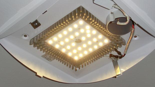 Leuchte mit fest verbauten LEDs