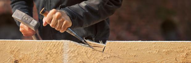 Holzarbeiten für den neuen Dachstuhl