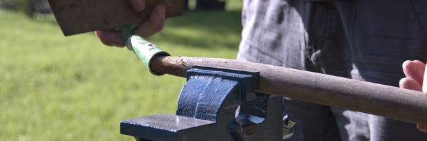 Gartenwerkzeug pflegen und reparieren - Stiel festmachen