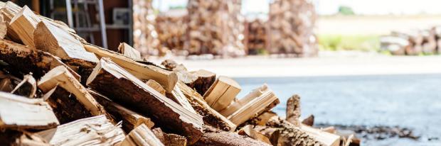Brennstoff Holz in der Lagerung