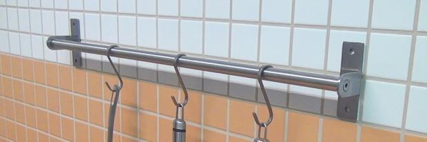 Küchenreling ohne Bohren befestigen