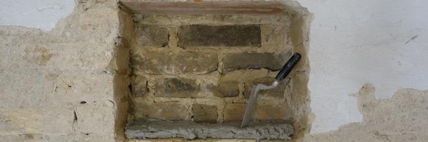 Loch zumauern - Eine Wandnische, die zugemauert werden soll - Header