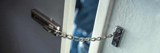 Türkette blockiert Zutritt von Einbrechern