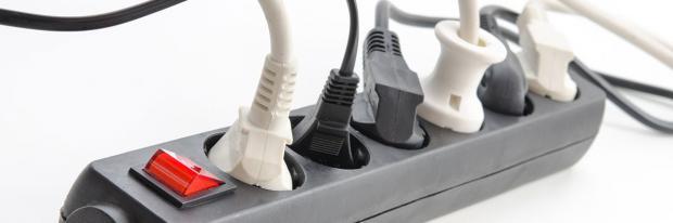 Verschiedene Steckertypen in einem Mehrfachverteiler
