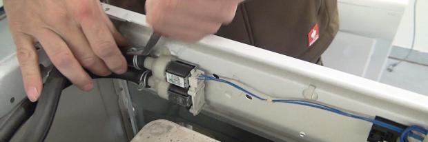 Magnetventil einer Waschmaschine wechseln