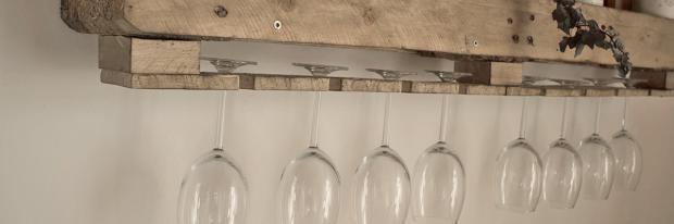 Glashalterung aus Paletten