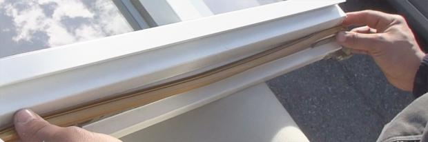 Einsetzen einer neuen Fensterdichtung