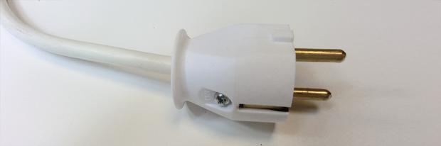 Schuko-Stecker nach dem Reparieren
