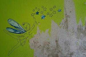 Tapeten entfernen: Wie die eigene Wand restlos befreit wird