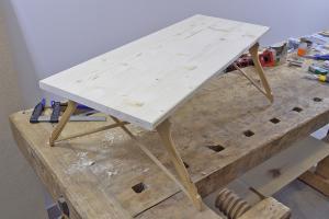 Bett-Tisch selber bauen - Serviertablett für's Frühstück