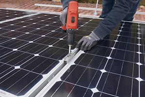Photovoltaik selber montieren - Die Aufdachmontage in Eigenregie