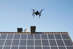 Luftaufklärung: Solarzellen prüfen per Drohne