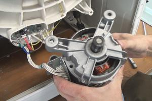 Bauknecht-Waschmaschine: Kohlebürsten wechseln
