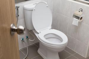 WC-Accessoires: Die Höhe von Toilettenpapierhalter und Co.