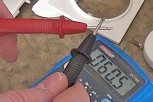 Leitung prüfen - Mit dem Multimeter eine Leitung auf Durchgang prüfen