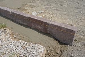 Randsteine setzen - Anleitung um Betonrandsteine zu verlegen