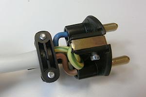 Schuko-Stecker reparieren