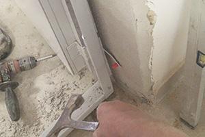 Stahlzarge einbauen  Tür einbauen, Türzarge einbauen - Anleitung @ diybook.de