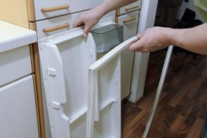 Aeg Kühlschrank Santo Zu Kalt : Wasser im kühlschrank unter dem gemüsefach anleitung @ diybook.de