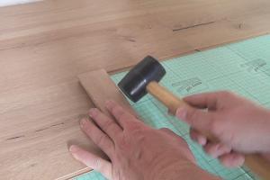 laminat verlegen anleitung zur schwimmenden verlegung. Black Bedroom Furniture Sets. Home Design Ideas