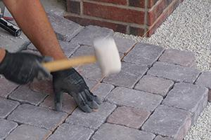 garageneinfahrt pflastern - anleitung zum betonpflaster verlegen, Garten ideen