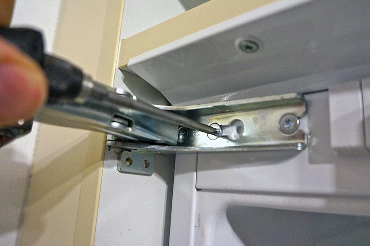 Bosch Kühlschrank Probleme : Kühlschrank scharnier wechseln anleitung @ diybook.de